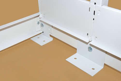 スチール書架ホワイト色の床固定部材