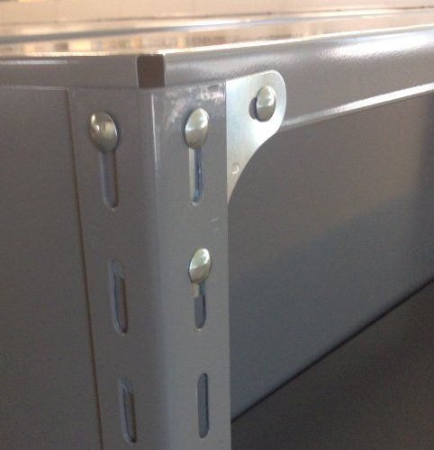パネル棚のベースプレート取り付け例